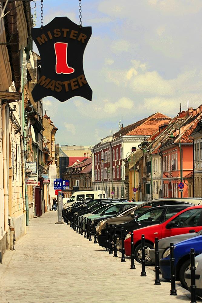 Brasov_ChiqueRomania_street2_