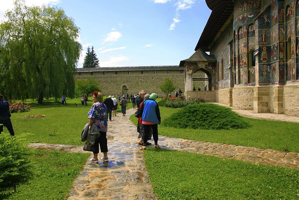 06 - Manastirea Sucevita _ ChiqueRomaniaJPG (2)-site
